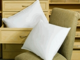 Down Lite ® Primaloft ™ Down Alternative Pillow- As featured at the Fontainebleau Hotel (1 Super Standard Pillow)