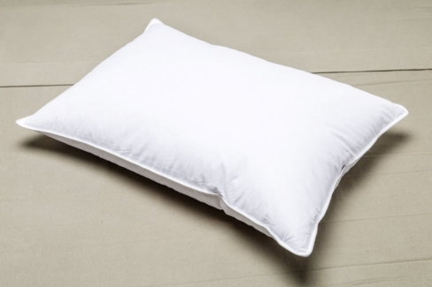 Registry ® Down Alternative Polyester Soft Queen Pillow- Featured at Many Holiday Inn Express Hotels