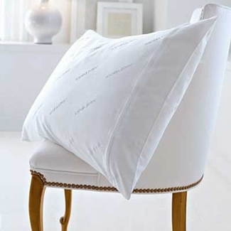 HotelPillow.com Pillow Protector - Queen Size - 1 Pillow Protector
