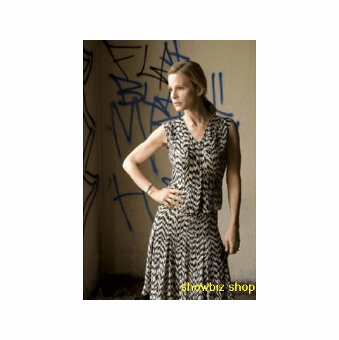 Kyra Sedgwick Poster The Closer 24inx36in