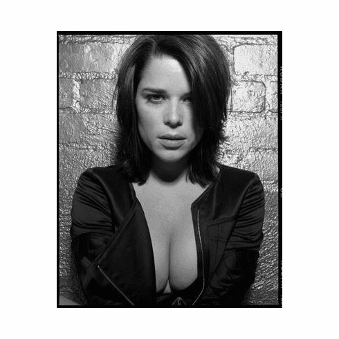 Neve Campbell Poster 24in x36 in
