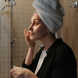 6 Ways You're Drying Out Your Skin by Accident (and How to Stop It)