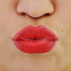 Kiss-Worthy Smackers: 5 Tips for Lovely Lips
