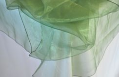 "90"" Round Organza Table Overlay - Clover 55048(1pc/pk)"