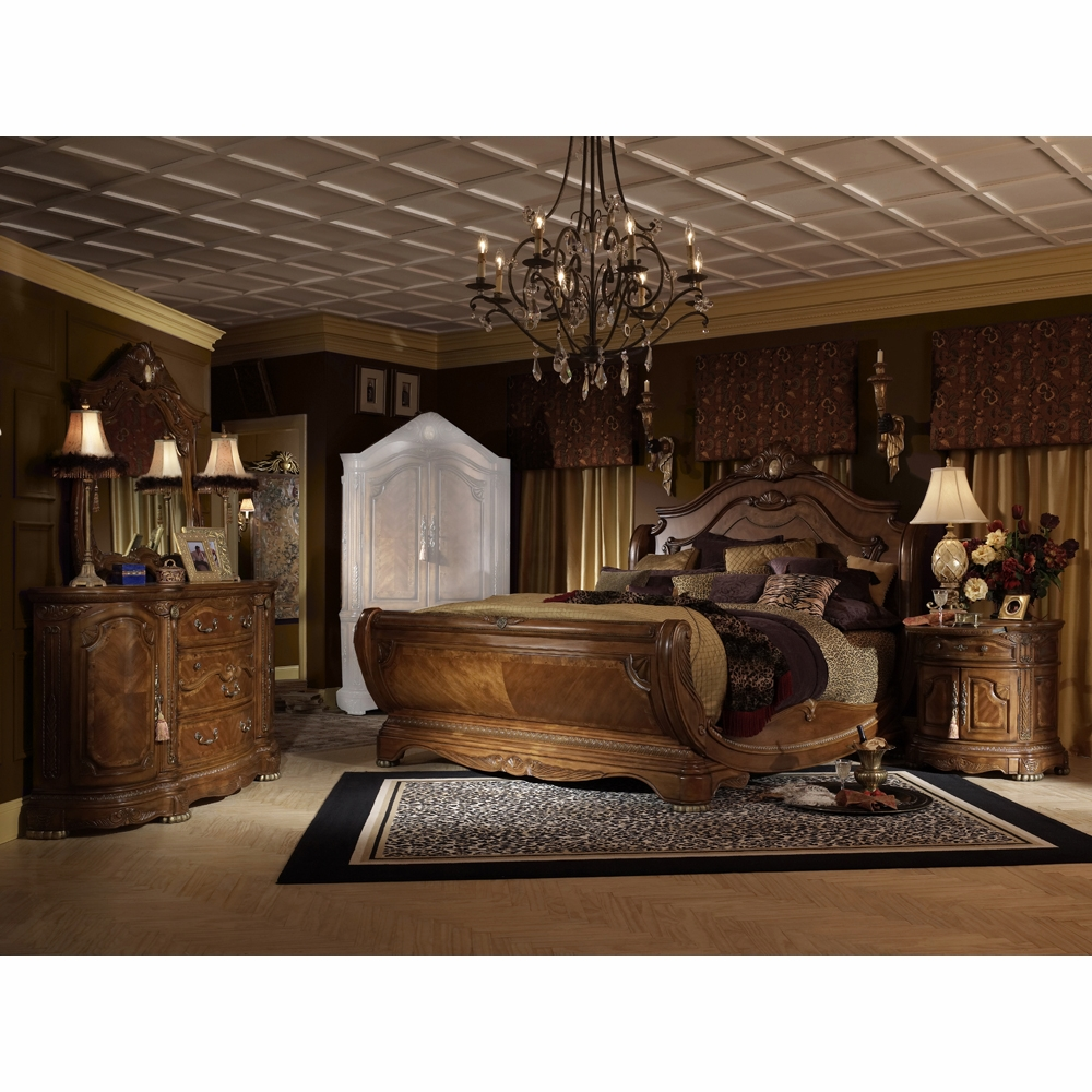 AICO by Michael Amini - Cortina Cal. King Sleigh Bedroom Set w/ Chest (6  pc) in Honey Walnut