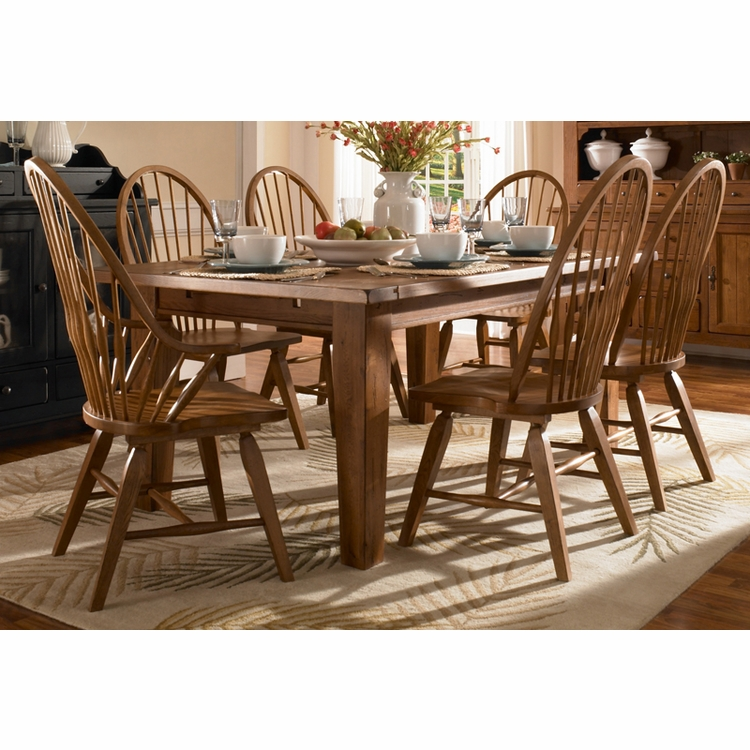 Broyhill - Attic Heirlooms Natural Oak Finish Dining Room Set C