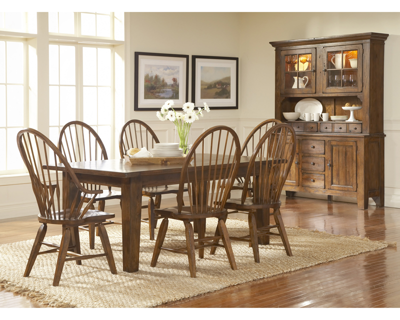 Ordinaire Broyhill   Attic Heirlooms Rustic Oak Finish Dining Room Set K. Hover To  Zoom · Rustic Oak Finish