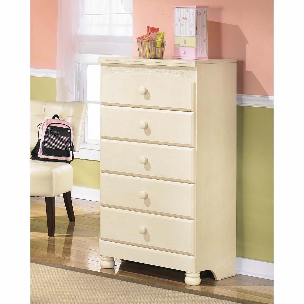 Signature Design By Ashley Cottage Retreat Chest B213 46