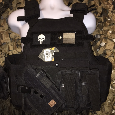 """Condor Black Punisher/Flag Carrier & Molle & (2) Level III 10x12"""" AR500 Plates & Side Plates"""