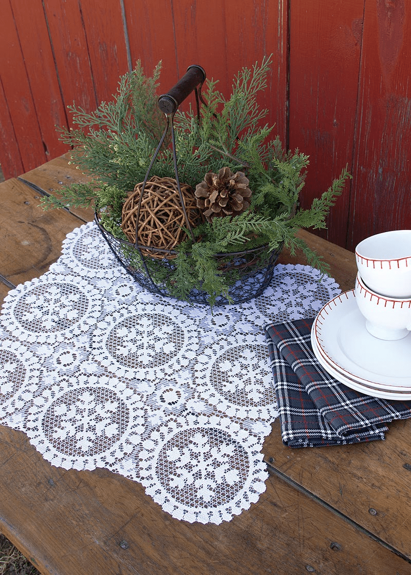 Yuletide Rectangular Doily, set of 6