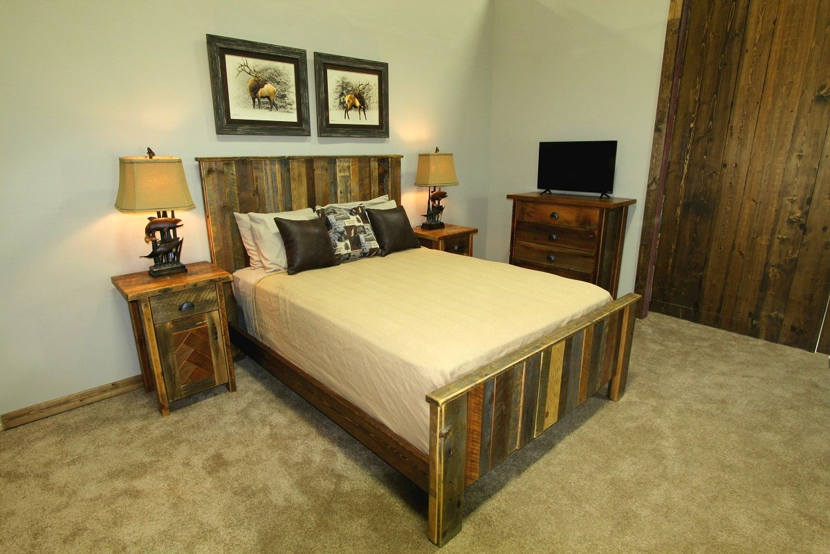 Great Northern Reclaimed Barnwood Vertical Plank Bed