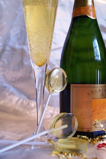 """</> <span style=""""color:#FF6600"""">Champagne Suckers</>"""