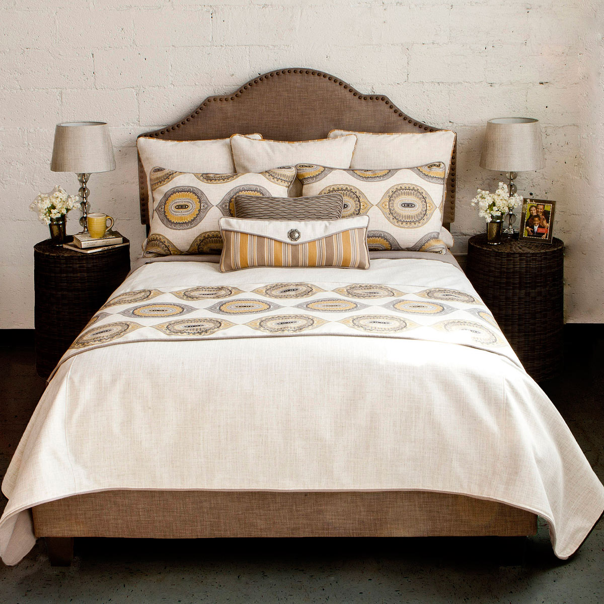 Coastal Bed Sets: California King Plus Size Mumbai Luxury Bed Set ...