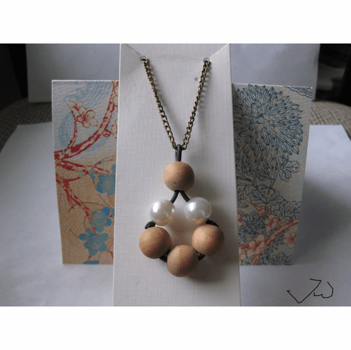 4 Wood beads and 2 Pearl Beads Bronze Necklace
