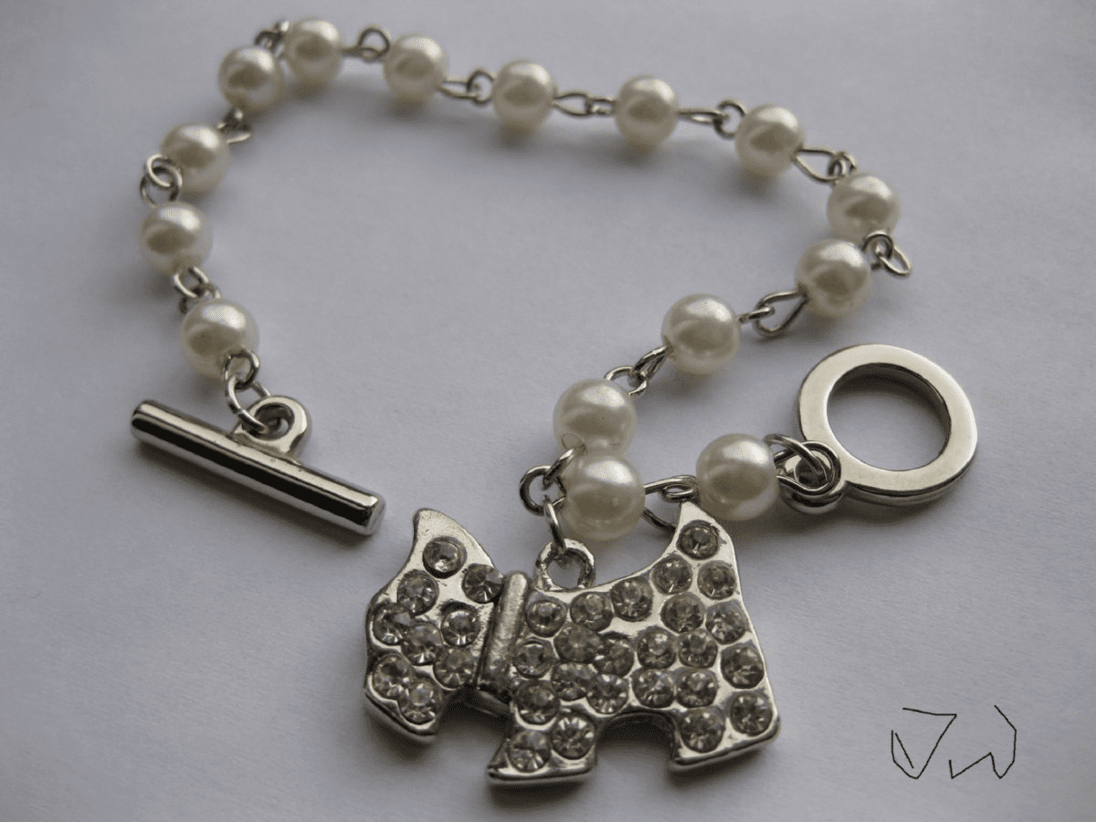 Freshwater Pearl beads bracelet With Dog CZs Tag