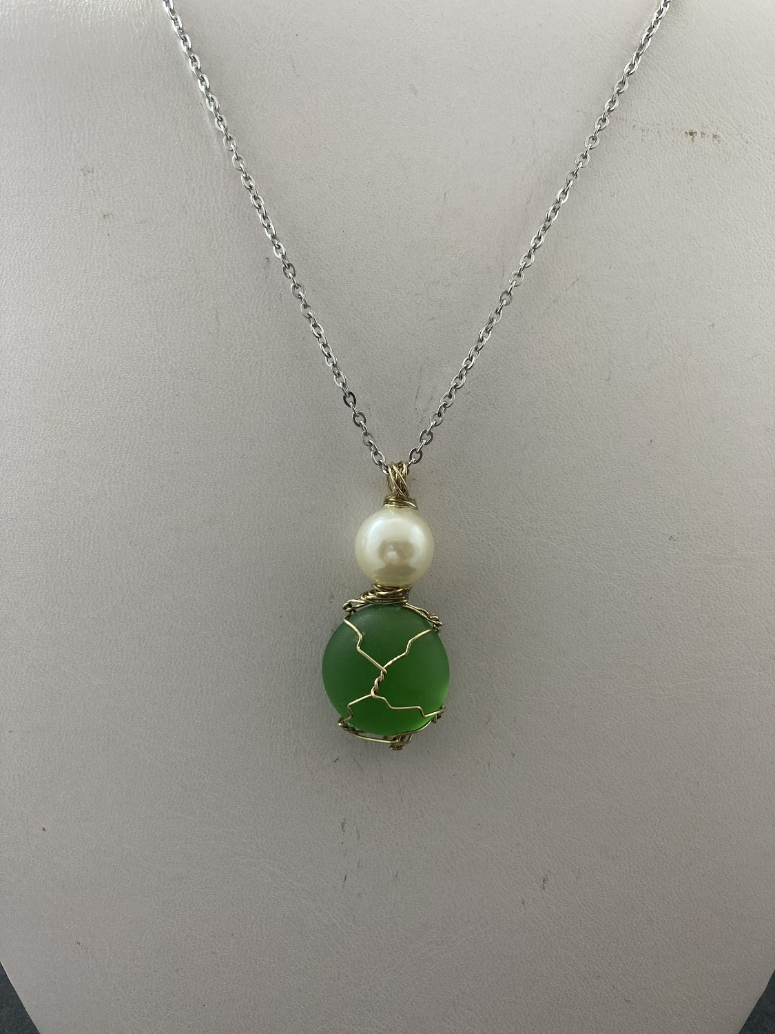 Green glass stainless steel necklace with pearl bead