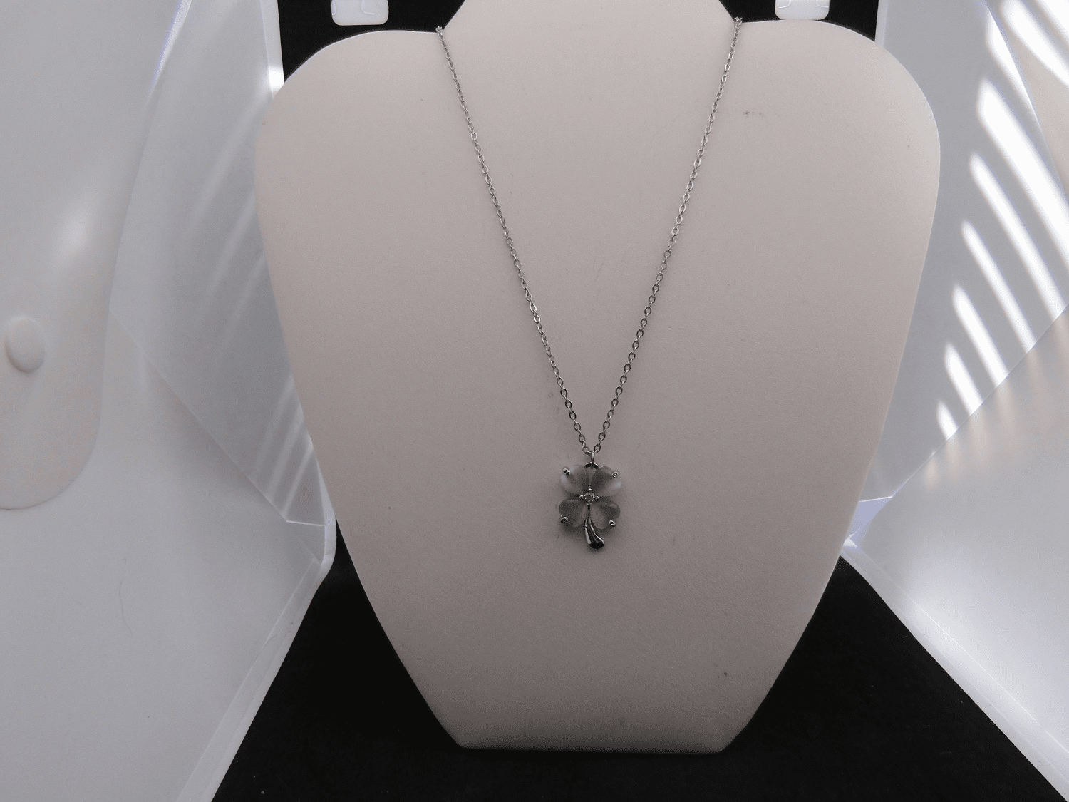 Green Lucky Leaf Stainless Steel Chain Necklace