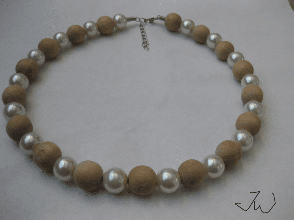 Wood and Pearl Beads Necklace