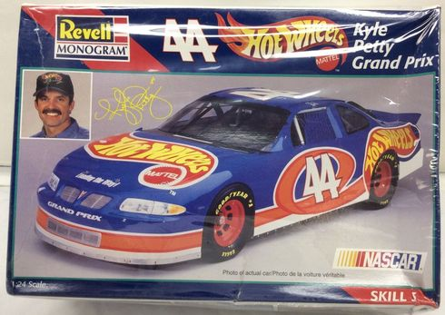Revell Monogram 85-2524 #44 Kyle Petty Grand Prix model kit 1:24