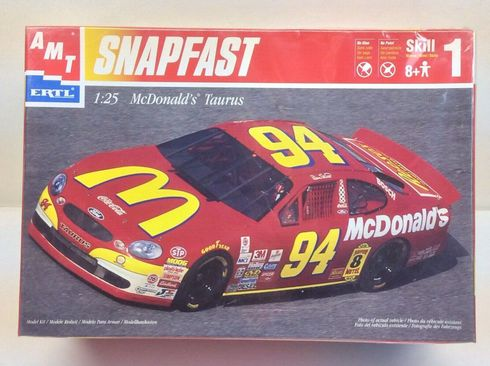 AMT 30024 #94 Bill Elliot McDonalds Ford Taurus 1:25th Model Kit