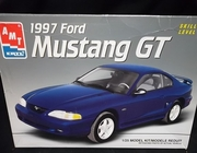 AMT 8224    --    1997 Ford Mustang GT   1:25