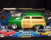 MuscleM 71165    --   '50 Ford Woody  -   green   1:18   (plastic is damaged on box)