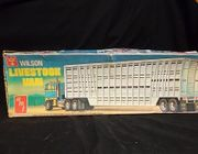 AMT T594      --    Wilson Livestock Van  1:25   (rough box)