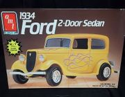 AMT 6510      --       1934 Ford 2-Door Sedan  2'n1    1:25
