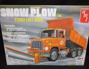 AMT 1178/06     --       Snow Plow - Ford LNT-8000 / features movable plow, telescopic hoist & opening tailgate    1:25