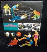 Fujimi 11040      --      'Mechanics & Drivers'   Figure Set  / 4 mechanics and 3 drivers + a racetrack beauty queen  1:24