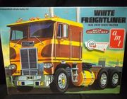 AMT 620     --     White Freightliner Dual Drive Truck Tractor   1:25