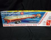 AMT 1111/06      --       Great Dane Extendable Heavy Duty Flatbed Trailer w/funtional sliding tandem   1:25