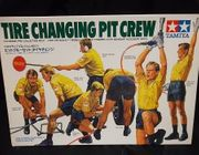 Tamiya 20031     --    Tire Changing Pit Crew     **1:20