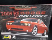 Revell 4220      --     2009 Dodge Challenger   1:25    (rough box)