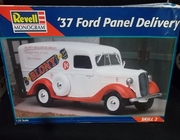 Revell 7628   --       '37 Ford Panel Delivery   1:25