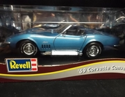 SOLD OUT!!!   Revell 8691     --      '69 Corvette Convertible   1:18