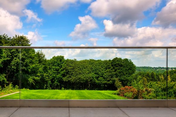 Base Shoe Structural Glass System for Residential Deck