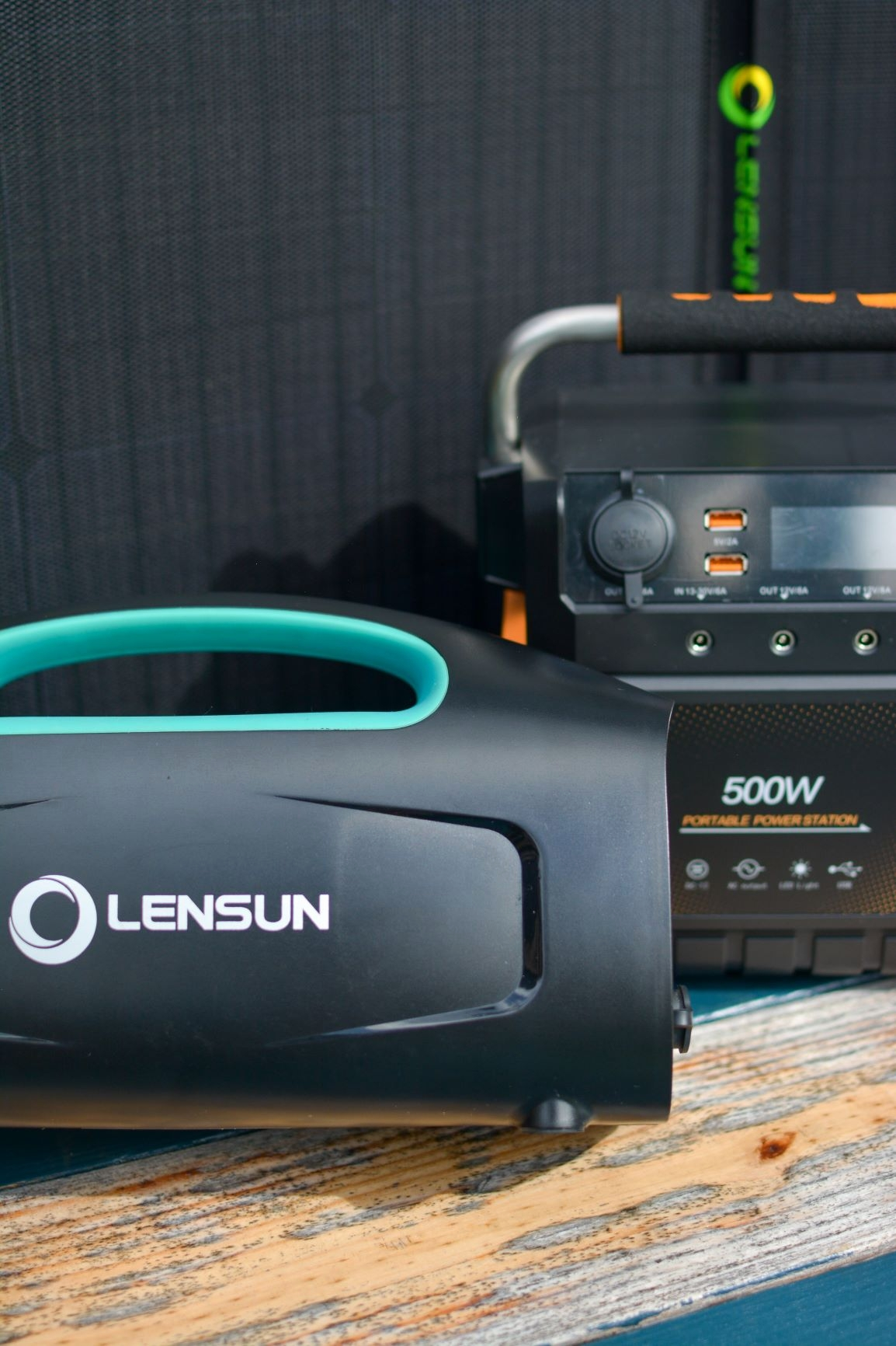PORTABLE SOLAR GENERATORS WITH BUILT-IN BATTERY, INVERTER AND CHARGER