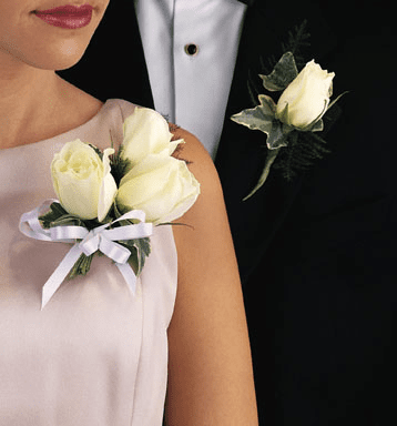 T088-02 Rose Boutonniere