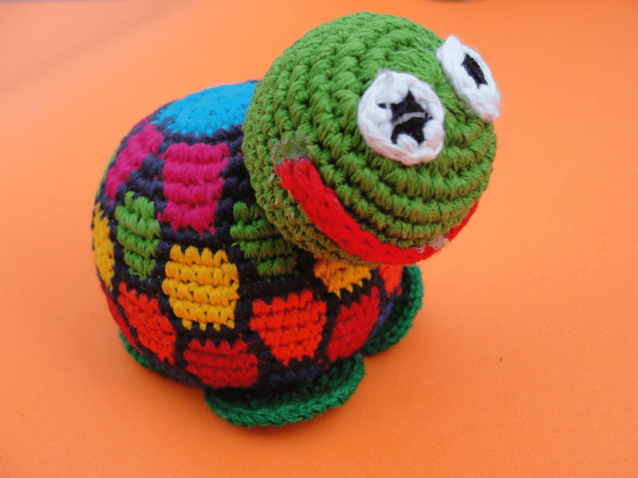 COLORFUL CROCHETED TURTLE
