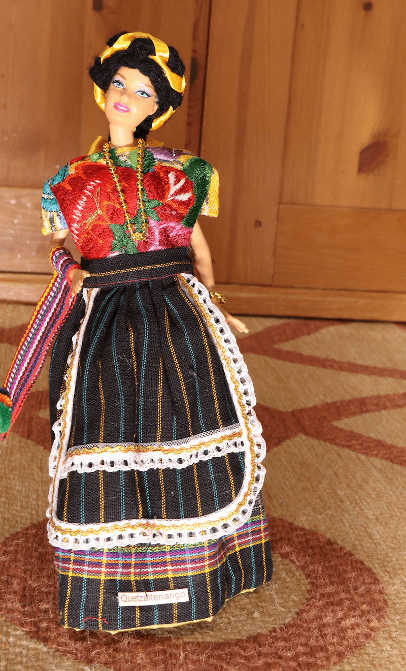 QUETZALTENANGO OUTFIT (Doll is included)