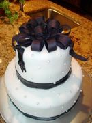 L.Hill - black bow and fondant