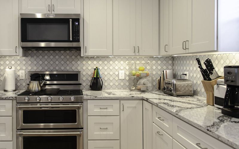 Snow White Shaker Kitchen Cabinets