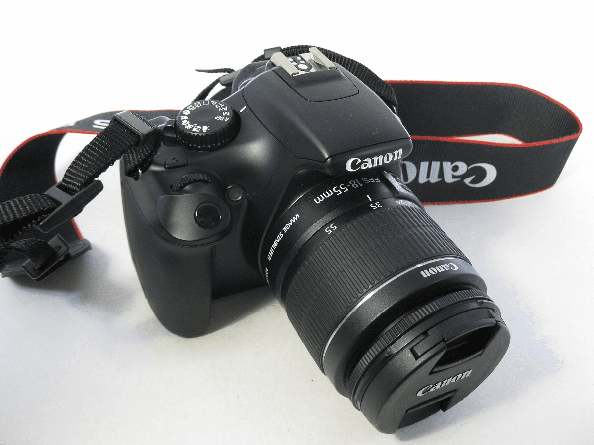 Canon EOS Rebel T3 12.2 MP DSLR Camera - Black (Kit w/ EF-S IS II 18-55mm Lens) USED