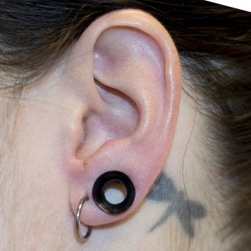 Pack of 3 Pairs - Black Pyrex Glass Twister Tapers, Black Silicone Tunnels, White Silicone Tunnels