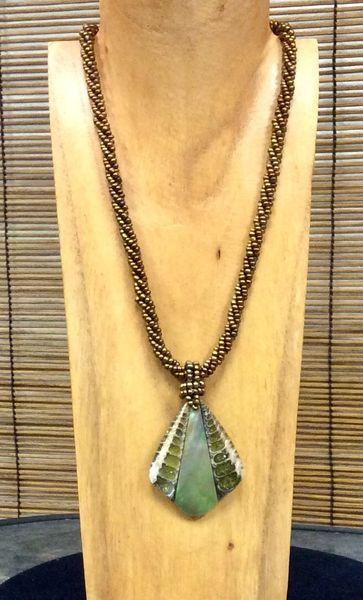 Inlaid Shell Slice Teardrop Necklace