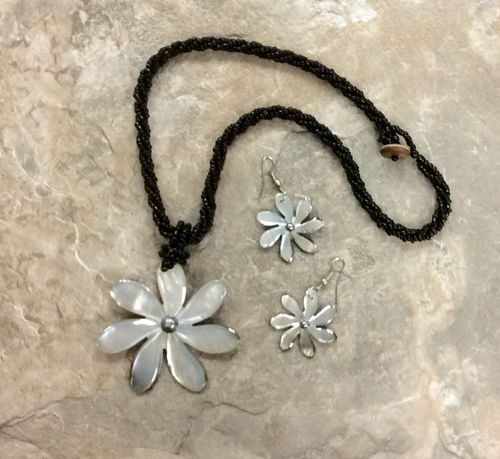 Mop Flower with Pearl Shell Necklace