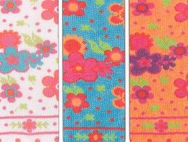 Country Kids girls mostly cotton tights with bohemian floral print and dotted toes.