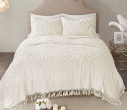 Tufted Ivory Chenille Medallion Quilt Set
