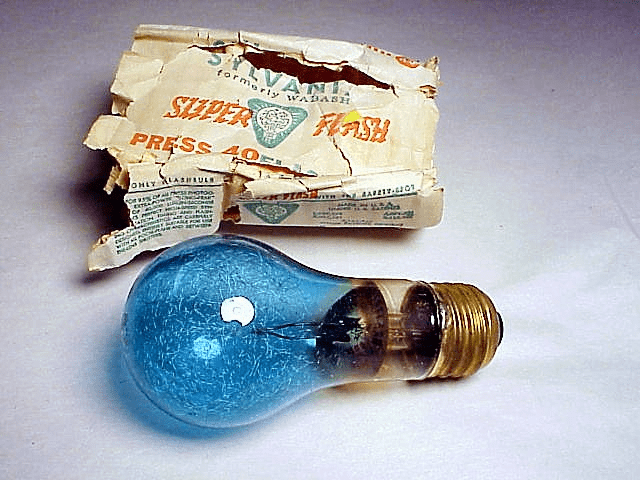 3 Press 40 (Blue) Sylvania Flashbulbs with household base (No 17)
